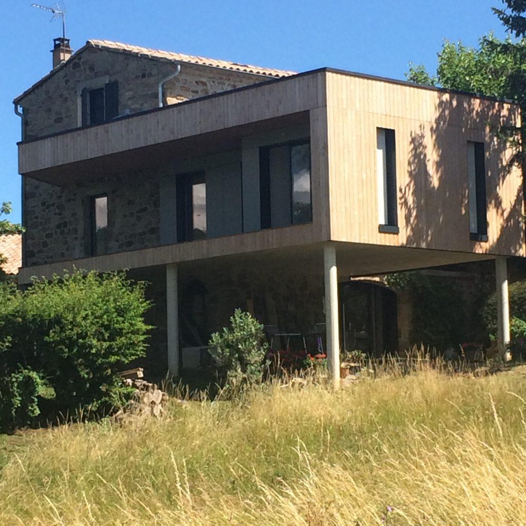Maison bois sans permis de construire photo tipi en bois 20 m plan tarif maison bois moderne for Maison a batir tarif